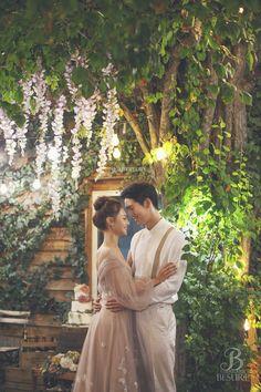 Pre Wedding Shoot Ideas, Pre Wedding Poses, Pre Wedding Photoshoot, Wedding Pics, Couples Beach Photography, Korean Wedding Photography, Photography Ideas, Princess Style Wedding Dresses, Creative Wedding Favors
