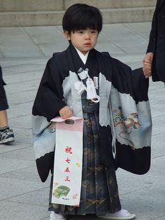 Shichi-Go-San ~Repinned Via Natividad Gaset Burriel Japanese Babies, Japanese Love, Japanese Kimono, Japanese Things, Japanese Festival, Japanese Outfits, Child Life, Nihon, Japanese Culture