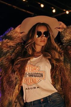 Jessie James Decker wearing Mm6 Maison Margiela Faux Fur Coat, Diff Dash Sunglasses in Gold Mirror and Vintage 90s Harley Davidson Aruba Tank Top T-Shirt