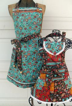 Sweet matching aprons.
