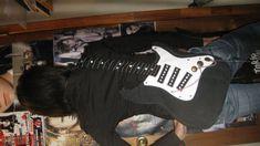I NEED a guitar shaped bag! It's a NEED!