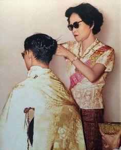 König Bhumibol mit Mutter