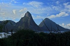 Les Twin Peaks, deux ancien volcans devenus symbole de l'île de Sainte-Lucie.