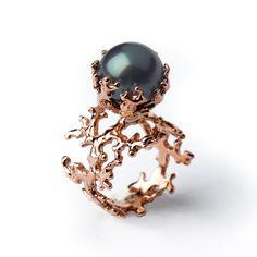 Rose Gold Tahitian Black Pearl Engagement Ring by arosha Black Gold Jewelry, Black Rings, Gold Rings, Pearl Rings, Pearl Bracelets, Pearl Necklaces, Gold Jewellery, Crystal Jewelry, Diamond Jewelry