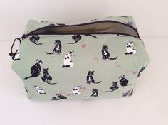 Handmade cat lovers washbag, toiletry bag, travel bag, cosmetics bag, makeup bag,sponge bag. Cats, cat fabric, cute cats. by Majmakes on Etsy https://www.etsy.com/listing/474341431/handmade-cat-lovers-washbag-toiletry-bag