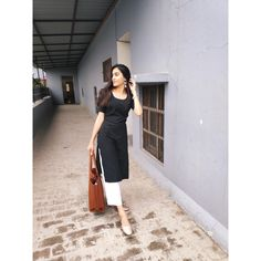 Indian College essential- Tips for freshers/makeup/ clothing/ miscellaneous Ethnic Outfits, Indian Outfits, Fashion Outfits, Girl Fashion, Casual College Outfits, College Attire, Casual Indian Fashion, Indian Designer Suits, Indian Designers