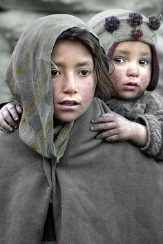 Niños Paquistaníes que están en medio de la guerra.