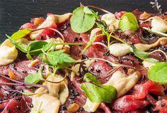 Matias Perdomo   Sashimi di bue con foie gras, umeboshi, germogli e salsa bernese.