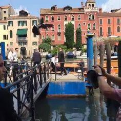Schweini und Ana sind am Standesamt in Venedig angekommen. JETZT startet die Sportler-Traumhochzeit des Jahres! ❤️ ❤️ ❤️