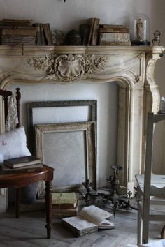Beautiful carved fire place sous les ombrages