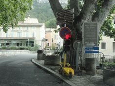 Electronic flagman - Fontaine du Vaucluse- I ate dinner from a food truck on this corner!