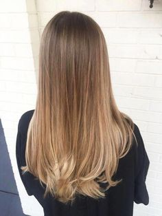 12 women nirvana caramel color color Caramel hair colors look great and are very popular! In our opinion, the color of the caramel hair is on. Honey Blonde Hair, Blonde Hair Looks, Brunette Hair, Hair Color Caramel, Ombre Hair Color, Hair Colors, Ombré Hair, Balayage Hair Blonde, Aesthetic Hair