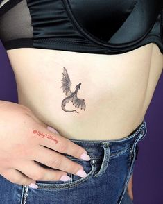 wearing chinese velvet dragon tattoo flying woman jeans black cage and top rib woman wearing jeans and black velvet top chinese dragon tattoo flying dragon rib cage tattooYou can find Chinese dragon tattoos and more on our website Small Dragon Tattoos, Chinese Dragon Tattoos, Dragon Tattoo For Women, Dragon Tattoo Designs, Japanese Tattoos, Cute Dragon Tattoo, Dragon Tattoo Simple, Dragon Tattoo On Ribs, Black Dragon Tattoo