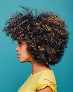 The introduced the Afro hairstyle to the public, and it reached its peak in the In the century, the style is already considered a classic. Natural Hair Cuts, Natural Hair Styles, Pelo Afro, Pelo Natural, Natural Hair Inspiration, Afro Hairstyles, Party Hairstyles, Wedding Hairstyles, Hair Journey