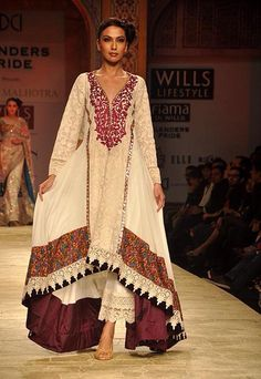 Manish Malhotra at Wills India Fashion Week A/W 2012 Note pants Traditional Fashion, Traditional Dresses, Pakistani Outfits, Indian Outfits, Ethnic Fashion, Asian Fashion, India Fashion Week, Tokyo Fashion, Street Fashion