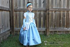 cinderella costume tutorial (can I just make this using purple and call it Rapunzel for B's halloween costume request? Halloween Costume Awards, Diy Halloween Costumes For Girls, Halloween Dress, Girl Costumes, Princess Costumes, Baby Halloween, Halloween Sewing, Disney Costumes, Diy Cinderella Costume