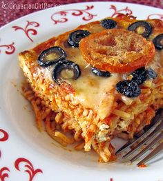Baked Ricotta Spaghetti: A comforting baked spaghetti casserole with ricotta, mozzarella, black olives, fresh tomatoes and parmesan. {Cinnamon Spice & Everything Nice} Baked Spaghetti, Spaghetti Pie, Spaghetti Squash, Spaghetti Casserole, Spaghetti Dinner, Pasta Casserole, I Love Food, Good Food, Yummy Food
