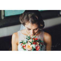 Юля и букет   #olesyagavrishflowers #букетневесты #свадебныйбукет #wedding #weddingideas #instawedding #weddingday #свадебнаяфлористика #bridalbouquet #Лобня #свадьбалобня #свадьбамосква #пионовидныерозы #гвоздика #оранжевыйбукет #vscoflowers #followme #weddinginspiration #flowerstagram #flowerslovers #flowermagic #floweroftheday #эксклюзивнаяфлористика #nevestainfo #Лобня #vasjulwedd #araikgalstyanschool #flowersworldmagazine #ЦветыОтМачелюка   Ph - @ashuvalova_photo