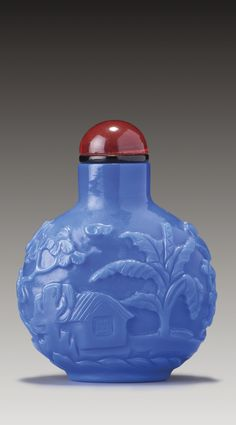 A BLUE 'SANDWICHED' GLASS 'FISHERMAN' SNUFF BOTTLE - QING DYNASTY, LATE 18TH/MID-19TH CENTURY