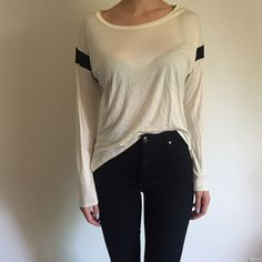 B&W Long Sleeve Top Worn once over leggings! Very soft and very comfortable top. Great top for long arms! Forever 21 Tops Tees - Long Sleeve