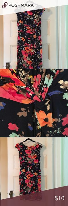 Merona floral knit dress size M Merona floral knit dress, size M, pull over. Knot to one side. Bodice lined in front. 95% rayon 5% spandex. Great used condition, very minor pilling/fading by armholes. Merona Dresses Asymmetrical