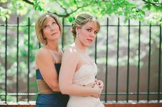 mother with bride funny pose Prom Picture Poses, Prom Poses, Picture Ideas, New York Wedding, Chicago Wedding, Funny Prom, Funny Poses, Prom Date, Prom Pictures