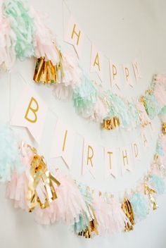 Modern Gold + Pastel Birthday Party Filled with DIYs DIY filled gold and pastel birthday Photography : Meg Cooper Photography Read More on SMP: www. Pastell Party, 13th Birthday Parties, Cake Birthday, Birthday Garland, Birthday Banners, Birthday Wall, Diy Birthday Decorations, Diy Happy Birthday Banner, Pastel Party Decorations