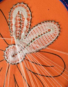 This could be the Spanish lace that I saw at Tonbridge! Antique Lace, Vintage Lace, Irish Crochet, Crochet Lace, Lace Weave, Bobbin Lacemaking, Lace Art, Bobbin Lace Patterns, Point Lace
