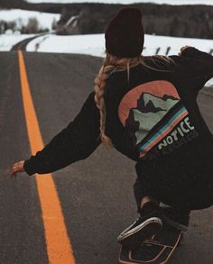 Last one for the books 👅🍕 Skate Style, Surf Style, Cute Casual Outfits, Girl Outfits, Skate Photos, Friend Poses, Skate Surf, Skater Girls, Jordan