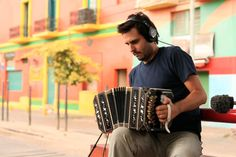 Federico Siksnys is a musician and composer born in Buenos Aires, Argentina in 1980. He studied guitar, piano and bandoneon in several music academies in the capital Buenos Aires. In 2011 he graduated in Musical Arts at the National  Institue of Arts (IUNA).