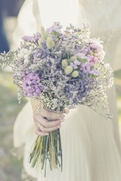 Discover amazing weddings tips. Purple Wedding, Floral Wedding, Wedding Colors, Wedding Flowers, Dream Wedding, Wedding Tips, Bride Bouquets, Bridesmaid Bouquet, Wedding Favours Luxury