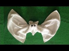Napkin Origami, Towel Origami, Old Baby Clothes, Recycle Old Clothes, Spa Gifts, Geek Gifts, Silent Auction Baskets, Towel Animals, How To Fold Towels