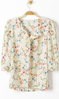 Floral print middle-sleeved shirt. cute and girly shirt