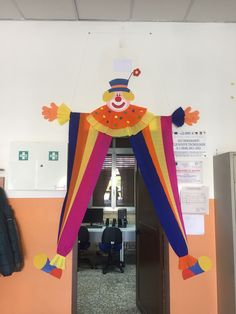 Clown Crafts, Circus Crafts, Carnival Crafts, Carnival Classroom, School Carnival Games, Classroom Decor, Decoration Cirque, Class Decoration, School Decorations