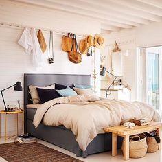Vi glæder os til ferietid ☀️ Måske det kommer til at foregå i en FRESVIK kontinentalseng med PUDERVIVA sengesæt... Skal du sommerhus-slappe, storby-shoppe eller ligge på en sandstrand? #mandagsmisundelse #ferie #ikeadk