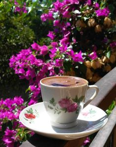 น่ารักอีกแล้ว💓💓 Coffee Vs Tea, Coffee Gif, Brown Coffee, Fresh Coffee, Coffee Love, Coffee Quotes, Coffee Break, Coffee Drinks, Coffee Cups