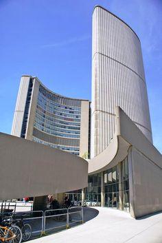 Toronto City Hall, designed by Viljo Revell (photo: Dave Melnychuk)