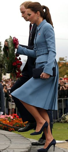 William and Kate laid a wreath containing their own handwritten messages to marking 100 years since World War One