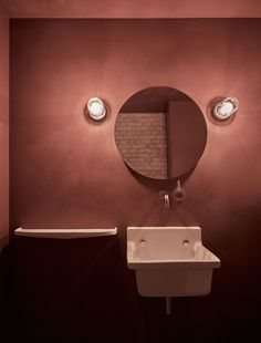 Terracota, marsala, brick: the return is variegated - Bathroom 02 Restaurant Bad, Toilet Restaurant, Restaurant Bathroom, Restaurant Design, Marsala, Terracotta, Copenhagen Restaurants, Converted Warehouse, Space Copenhagen