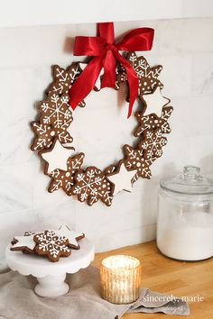 Christmas Gingerbread Cookie Wreath - Sincerely, Marie Designs This Christmas gingerbread cookie wreath is easy and so much fun to make. Gather the family in the kitchen and have fun baking up this yummy holiday treat! Christmas Goodies, Christmas Baking, Christmas Holidays, Christmas Wreaths, Christmas Decorations, Italian Christmas, Xmas, Gingerbread Christmas Tree, Gingerbread Decorations