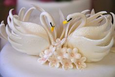 Swan cake topper - Have to see how I can do this!