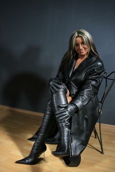 BootLadyWife deactivated — Yes Long Leather Coat, High Leather Boots, Black Leather Gloves, Leather Trench Coat, Pvc Fashion, Leather Fashion, Trent Coat, Cuerpo Sexy, Botas Sexy