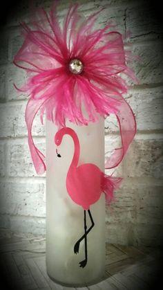 Lighted Wine Bottles, Wine Bottle Art, Painted Wine Bottles, Bottle Lights, Decorated Bottles, Diy Bottle, Flamingo Craft, Flamingo Gifts, Flamingo Decor