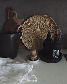 Instagram: @erikaappelstrom #kitchendetails #kitchenutensils #simpleandstill #rattan #interiorforinspo #instahome #interior