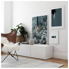 Det finns en IKEA-produkt i varje rum i det här huset & kan du se dem? Table Decor Living Room, Rooms Home Decor, Home Decor Trends, Home Decor Wall Art, Living Room Grey, Poster 70x100, Interior Design Living Room, Living Room Designs, Desenio Posters