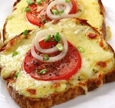Whole grain bread Low-fat Mozzarella cheese, sliced thick tomato slices, white onion slices Turkey Bacon (optional!) Green onions cut up Whole grain bread Low-fat Mozzarella cheese, sliced thick tomato slices,… Think Food, I Love Food, Good Food, Yummy Food, Yummy Lunch, Great Recipes, Favorite Recipes, Amazing Recipes, Easy Recipes