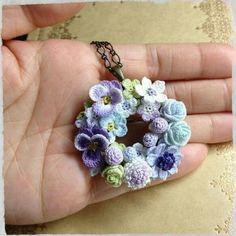 Crochet flower wreath necklace So tiny Crochet Motifs, Crochet Flower Patterns, Crochet Art, Love Crochet, Irish Crochet, Crochet Crafts, Yarn Crafts, Crochet Flowers, Crochet Projects