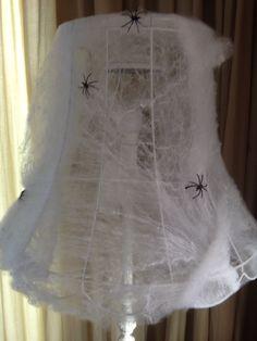 Lamp met spinnenweb