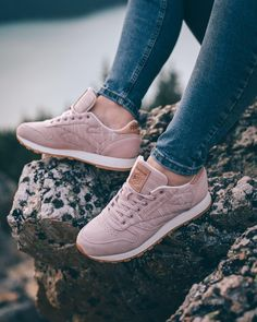 23de8b01ec3 Go ahead and wander where the Wi-Fi s weak.  thisISclassic   Classic Leather