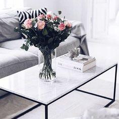 JULTÄVLING! Nu har ni chansen att vinna ett bord som på bilden, 100*60 med svart underrede. För att tävla: -tagga 3 vänner under bilden -för extra vinstchans, dela bilden på ditt konto - följ @kasenberg_  på instagram Tävlingen avslutas 2: advent,  6/12 och vinnaren hämtar bordet i min butik.  #kasenberg #tävling #marmorbord